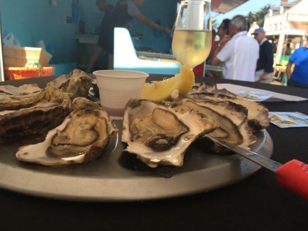 屋台で天然牡蠣と白ワイン