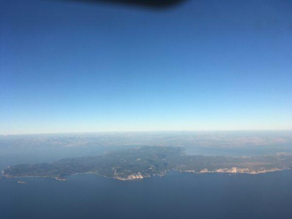 飛行機の上空から