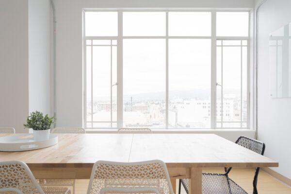 白を基調とした綺麗な部屋