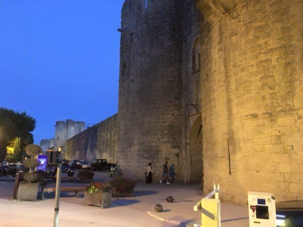 エ-グモルトの城壁の入り口