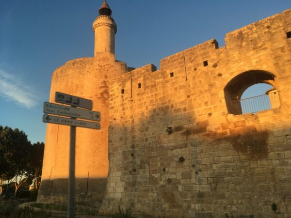 エ-グモルトの城壁