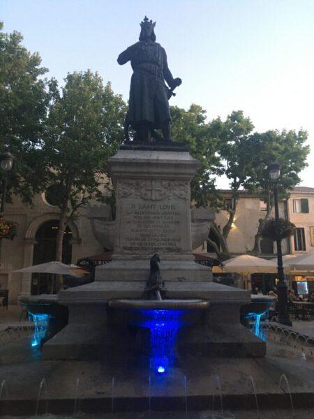 ルイ9世銅像