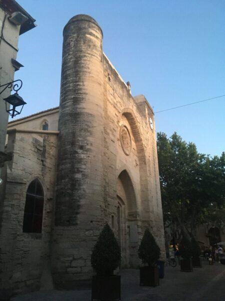 エ-グモルトの城壁の中にある教会