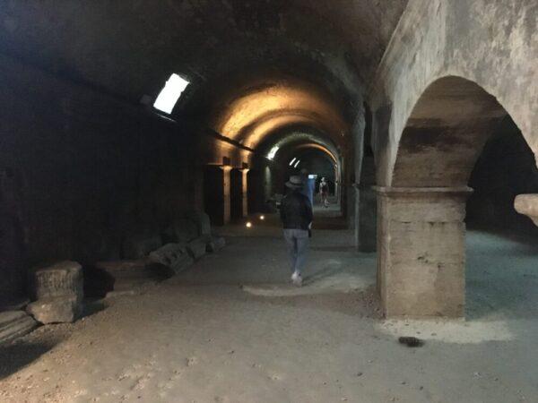 Les Cryptoportiques et forum romain 地下回廊(公共集会場)