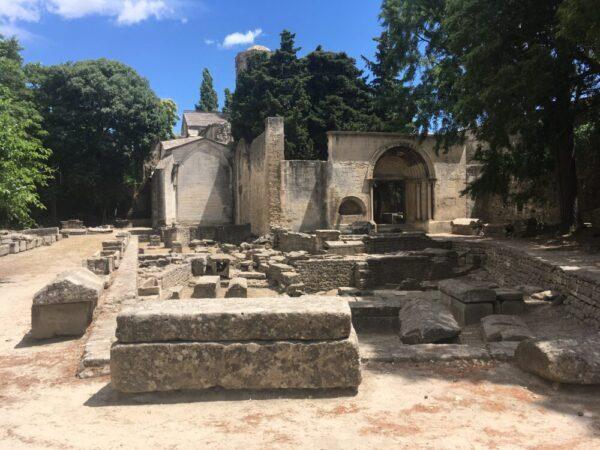 Les Alyscamps(アリスカン)墓地